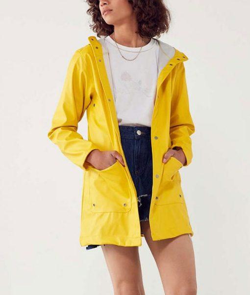 Jane Levy Zoeys Extraordinary Playlist Yellow RainCoat