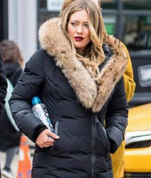 Hilary Duff Younger S07 Black Puffer Jacket With Brown Fur Collar